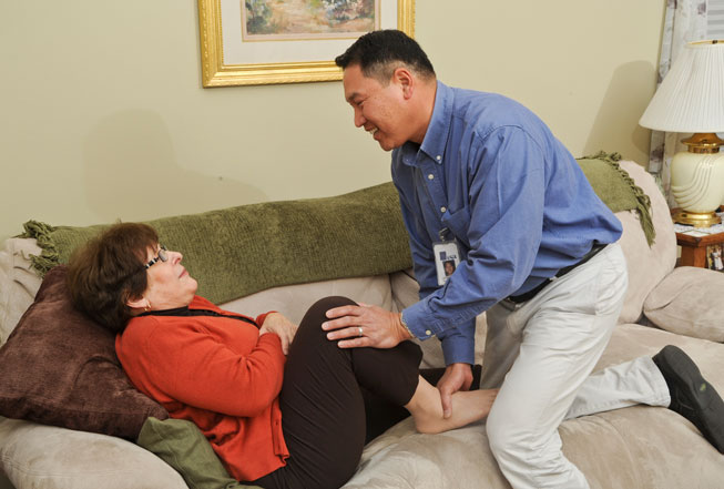 Stratford VNA physical therapist visits a patient at home.